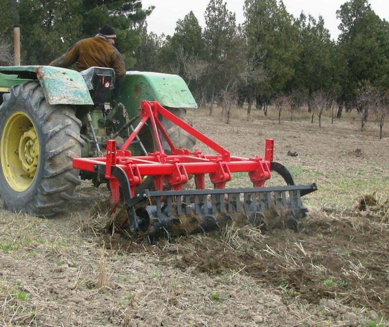 تأثیر ادوات خاک ورزی حفاظتی بر افزایش رطوبت خاک