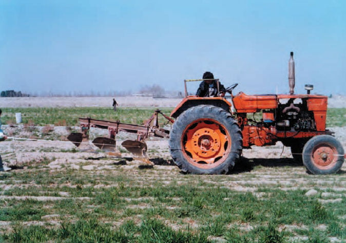 تراکتور گاوآهن دار